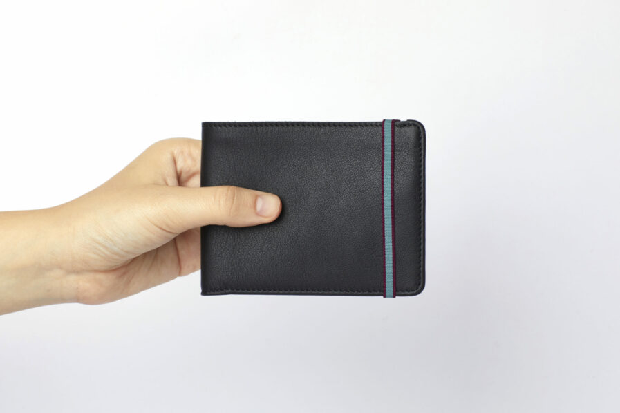 Black Minimalist Wallet by Carré Royal at Hand (LA902 Noir)