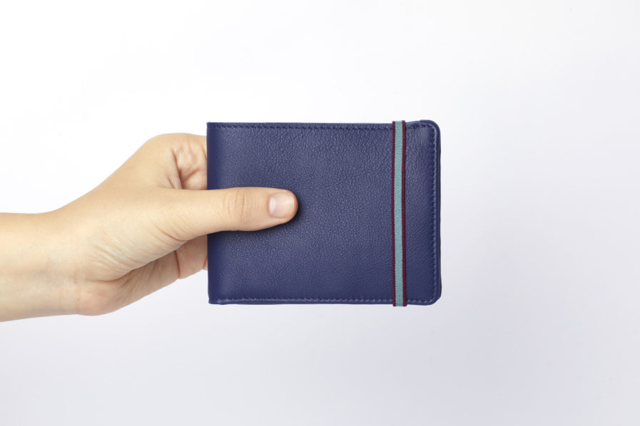 Navy Minimalist Wallet With Coin Pocket by Carré Royal Hand (LA901-Marine)