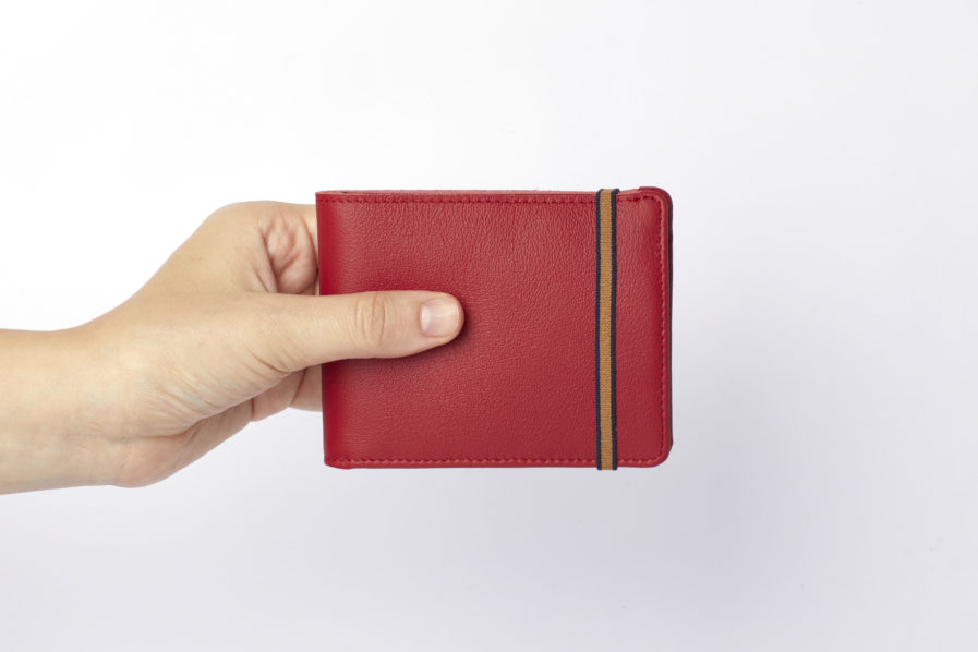 Red Minimalist Wallet With Coin Pocket by Carré Royal Hand (LA901-Rouge)