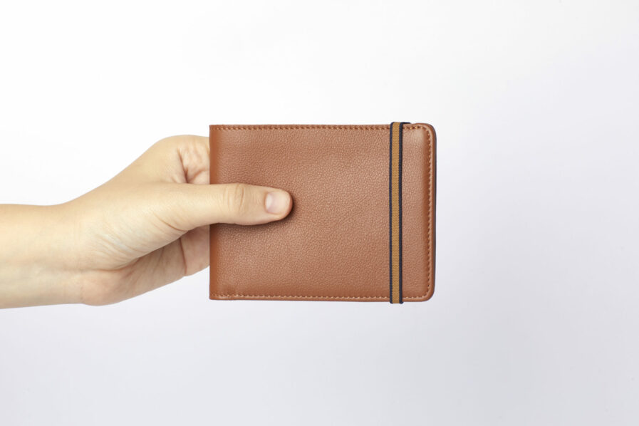 Gold Minimalist Wallet by Carré Royal at Hand (LA902 Gold)