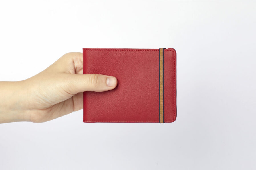 Red Minimalist Wallet by Carré Royal at Hand (LA902 Rouge)