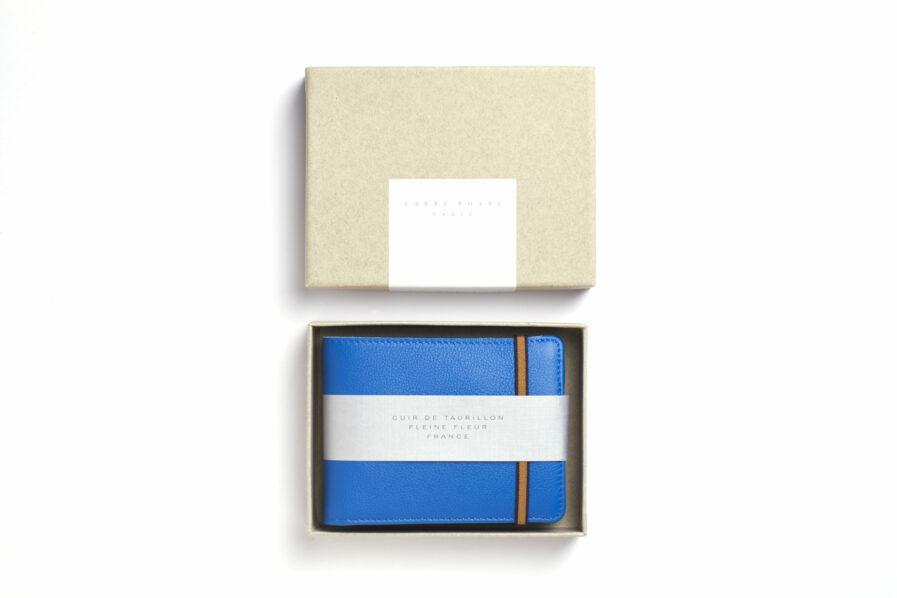 Portefeuille Minimaliste Bleu Ciel en Cuir de Taurillon avec Poche à monnaie par Carré Royal dans sa boîte (LA901 Bleu Ciel)