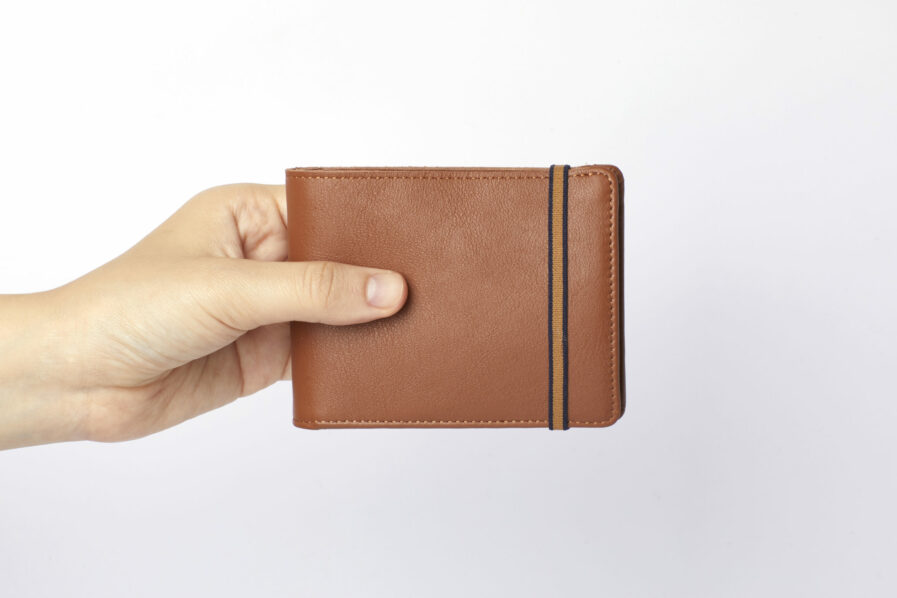 Gold Minimalist Leather Wallet With Coin Pocket by Carré Royal at Hand (LA901 Gold)