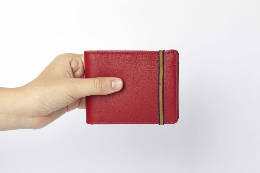 Red Minimalist Leather Wallet With Coin Pocket by Carré Royal at Hand (LA901 Rouge)